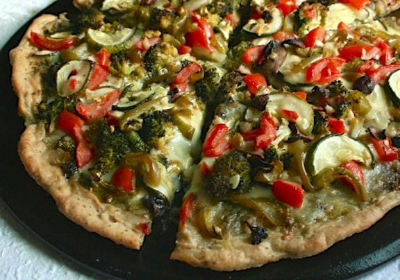 Vegan vegetable pesto pizza