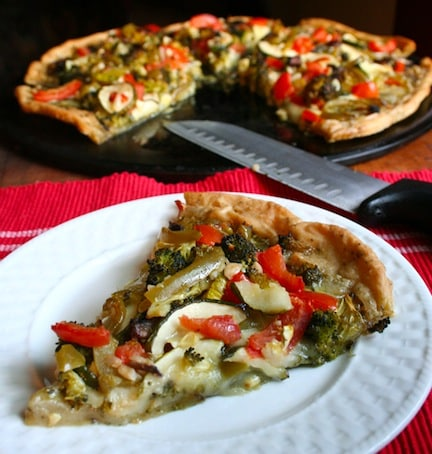 Vegan veggie pesto pizza