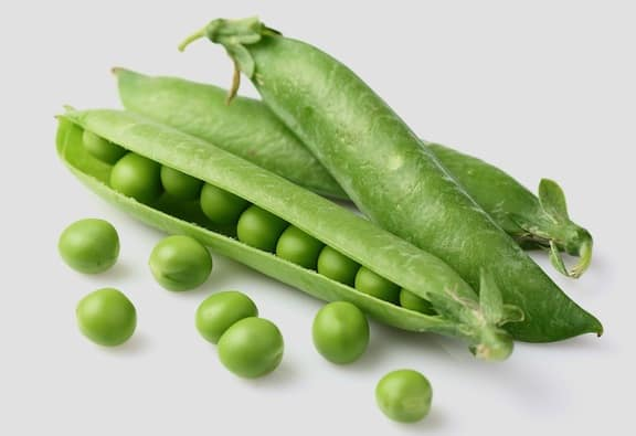 Fresh peas in the shell