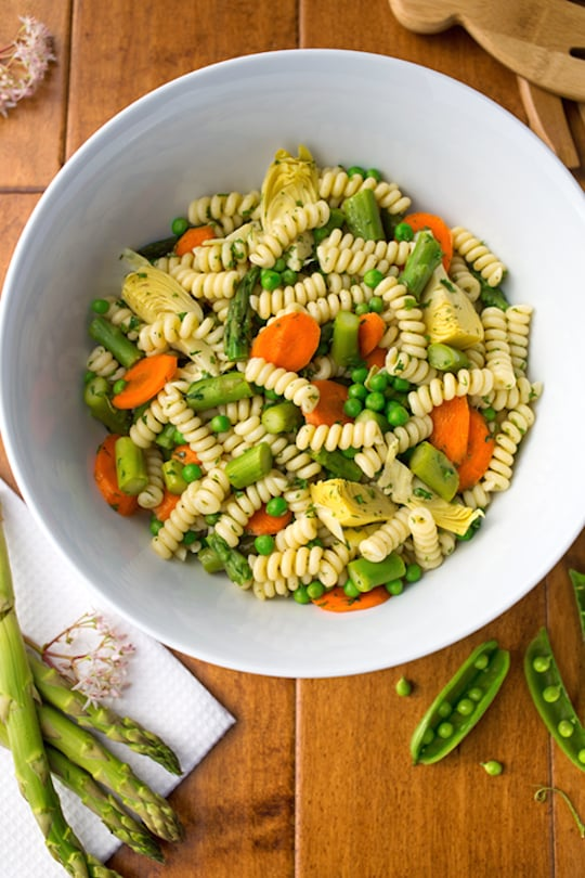 Spring pasta salad with asparagus and peas