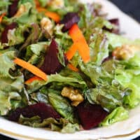 green salad with beets and walnuts