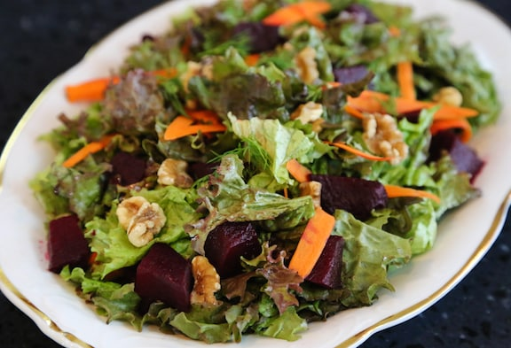 Beet and Walnut salad with mixed greens recipe