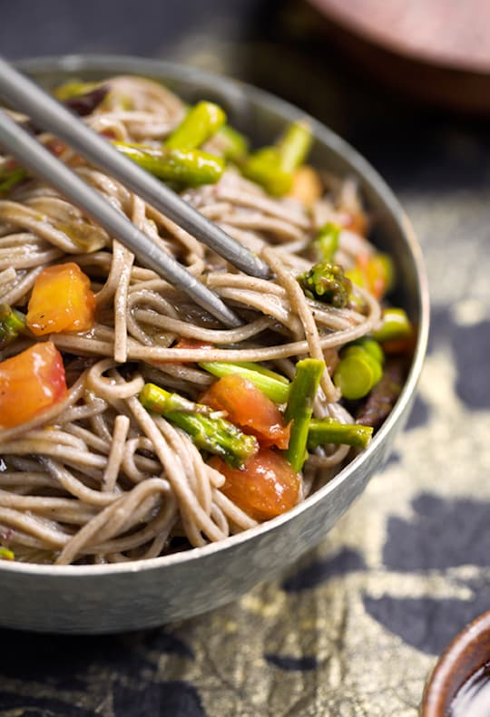 Sweet-and-Sour Soba Noodles with Asparagus recipe