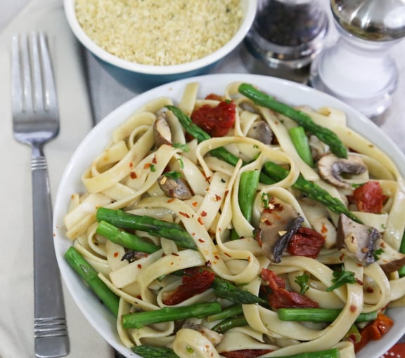 Linguine or Fettuccine with asparagus and mushrooms recipe