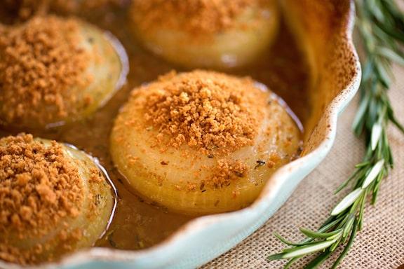 Glazed baked onions