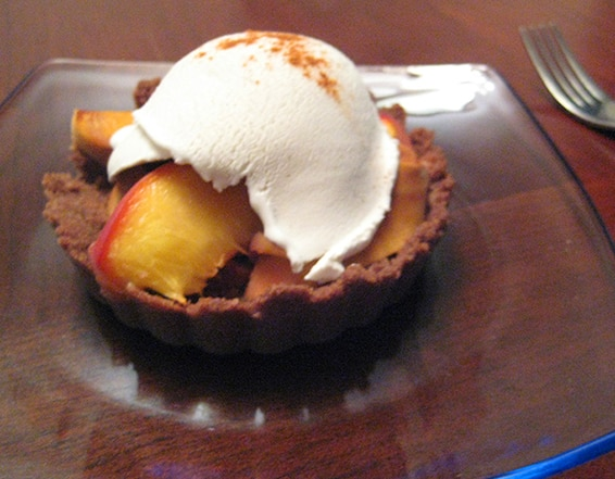 Gluten-free Peach pie with teff crust