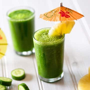 Kale, cucumber, and pineapple smoothie