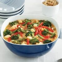 Vegetable stew in peanut sauce