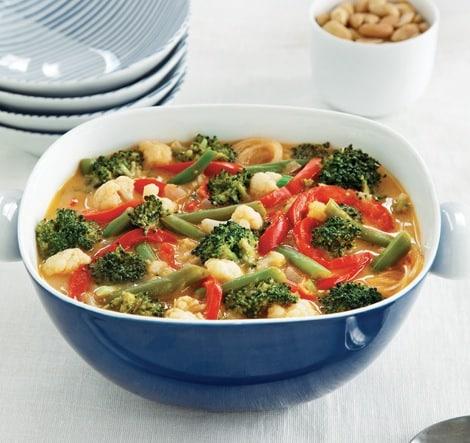 Vegetable stew in peanut sauce