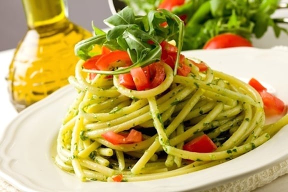Arugula pasta with fresh tomatoes