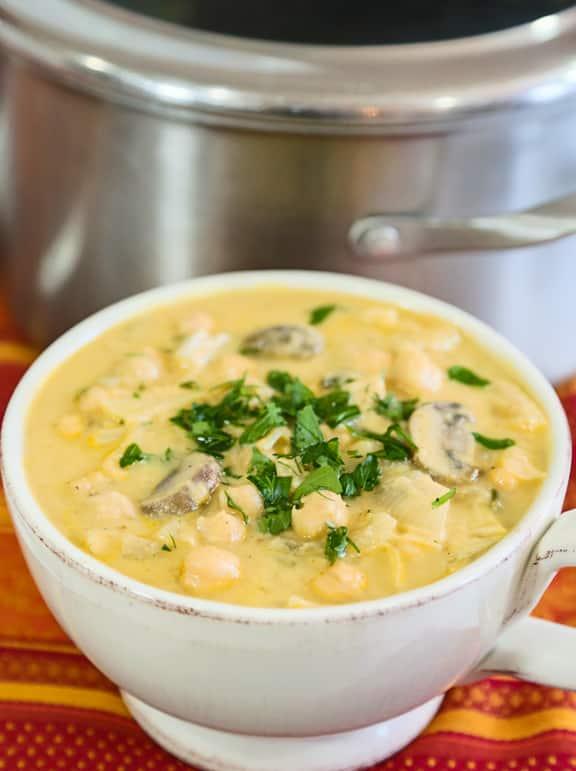 Receta de sopa de champiñones con tahini de garbanzos