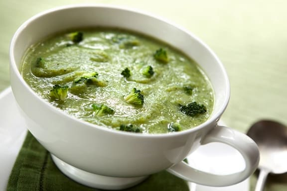 Vegan creamy broccoli soup recipe