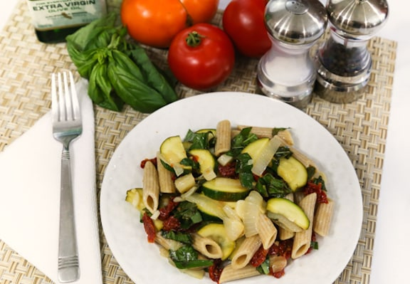 Basil and sun-dried tomato pasta