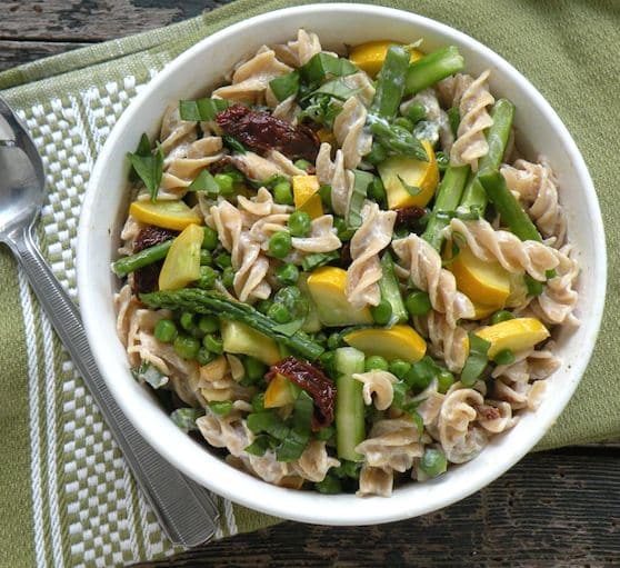 Vegan creamy pasta with asparagus and peas