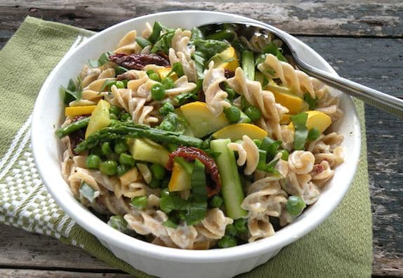 Vegan creamy pasta with asparagus and peas
