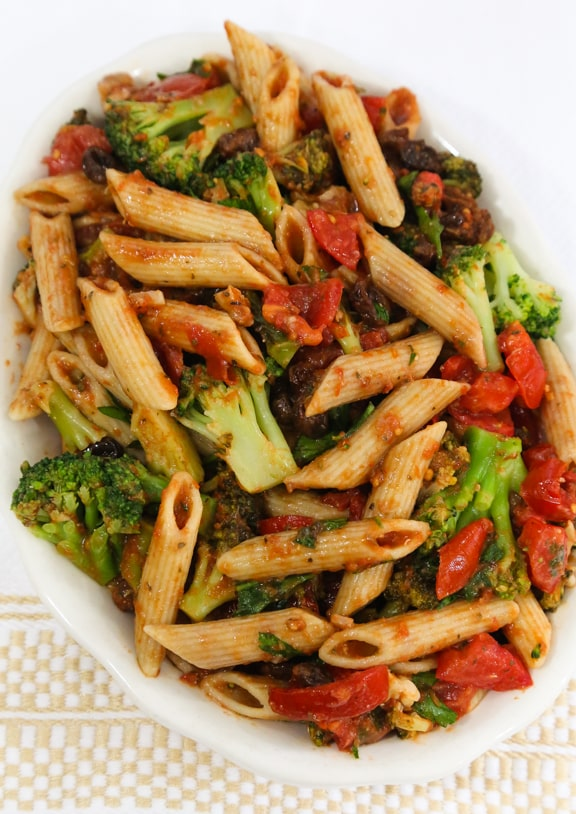 Penne with tomatoes, broccoli, raisins, and walnuts
