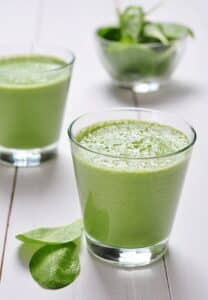 Spinach and fruit smoothies