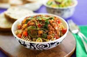 Pasta with hearty spinach and lentil sauce