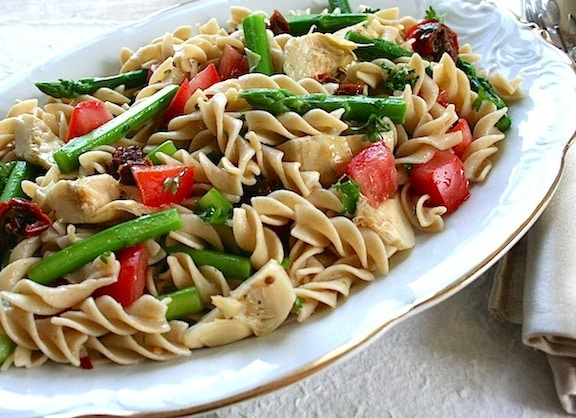 Pasta with asparagus and artichoke hearts