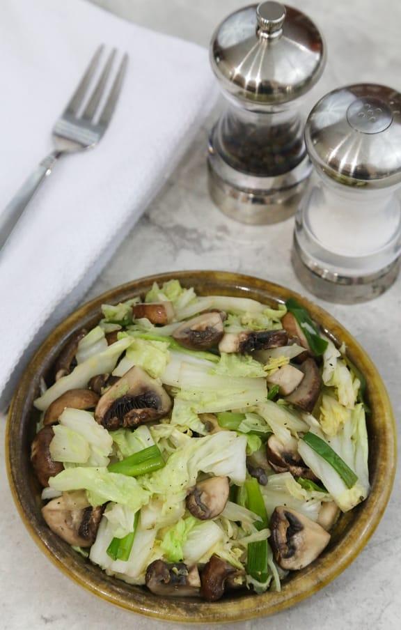 Stir-fried napa cabbage with mushrooms
