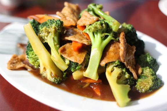Seitan and broccoli stir-fry