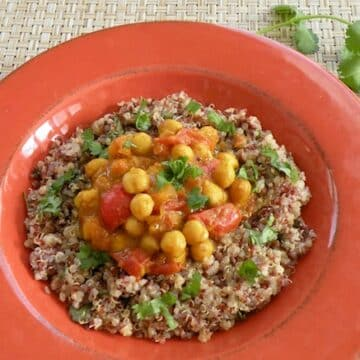 Curried chickpeas with chutney-flavored grains