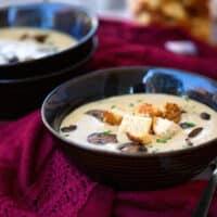 Vegan creamy mushroom soup