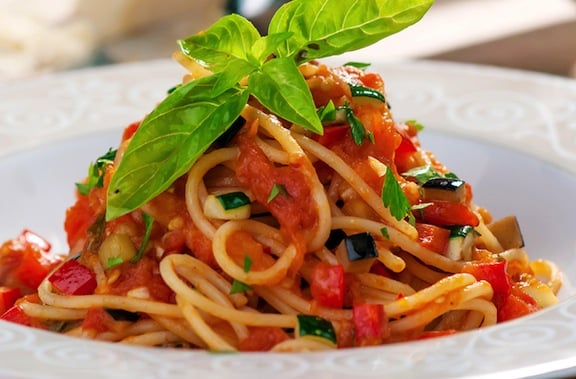 Spaghetti aglio olio with fresh and dried tomatoes