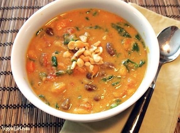 Sopa de calabaza y maní al curry