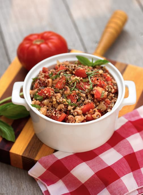 Quinoa with black-eyed peas and tomatoes pilaf