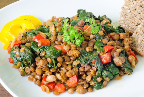 Stewed lentils with spinach and bell pepper
