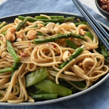 Udon noodles with asparagus