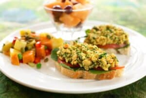 6 Tasty Chickpea Salads and Spreads