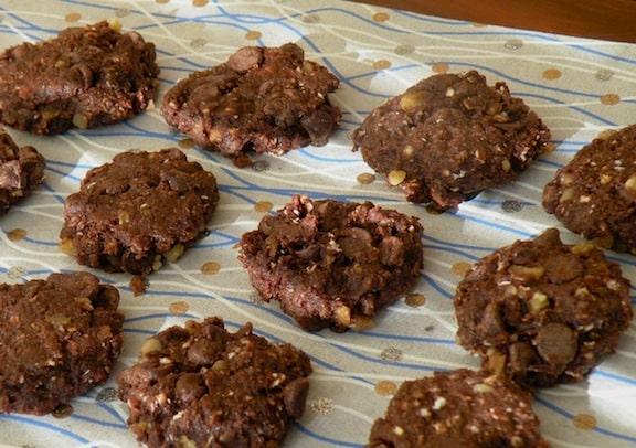 Vegan chocolate oatmeal cookies recipe
