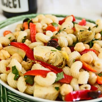 Pasta salad with chickpeas and artichoke hearts