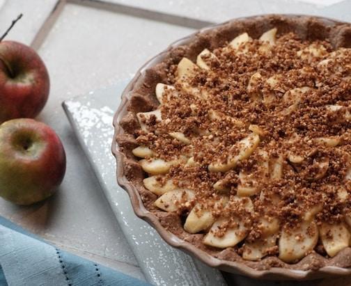 apple pie by leslie cerier