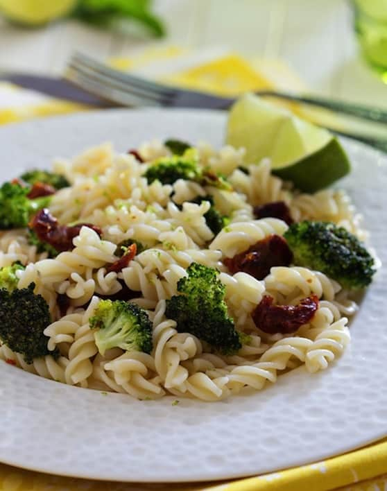 Pasta with broccoli and dried tomatoes recipe