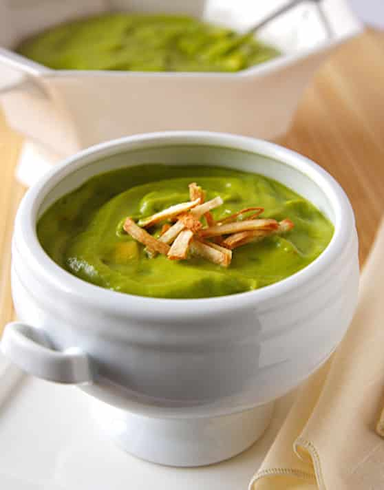 Cold summer Avocado and pea soup