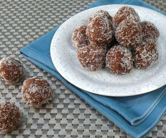 Vegan no-bake coconut Maca-roons
