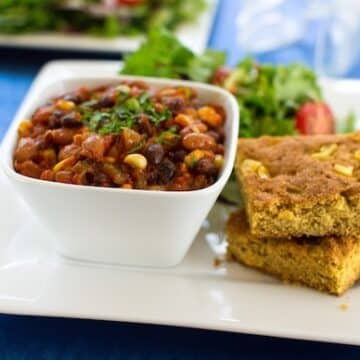 Classic veggie chili and cornbread