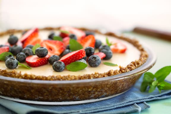 Nutty no-bake pie crust with vanilla pudding filling