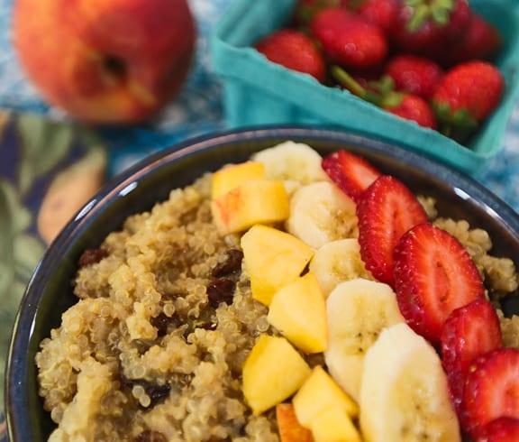 Quinoa-Maca breakfast bowls recipe