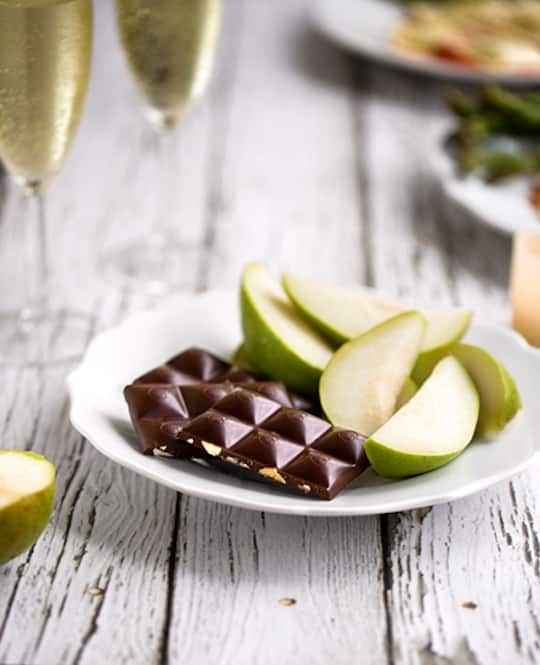 Dark chocolate served with pears