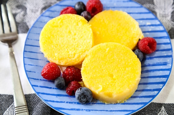 Polenta slices with syrup and fruit
