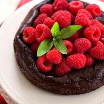 Aquafaba flourless chocolate cake by Hannah Kaminsky