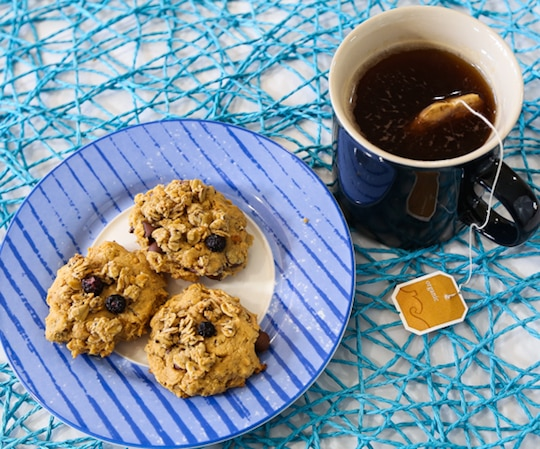Vegan Peanut butter crunchy granola cookies