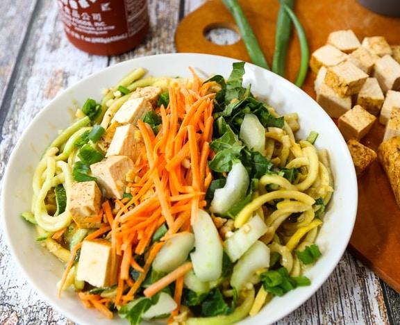 Peanut satay zucchini noodles