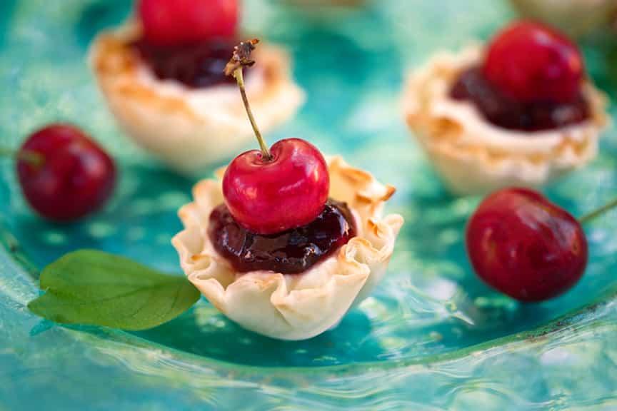 Vegan Cherry cheesecake tartlets