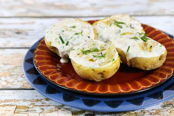 Potatoes with vegan sour cream artichoke dip