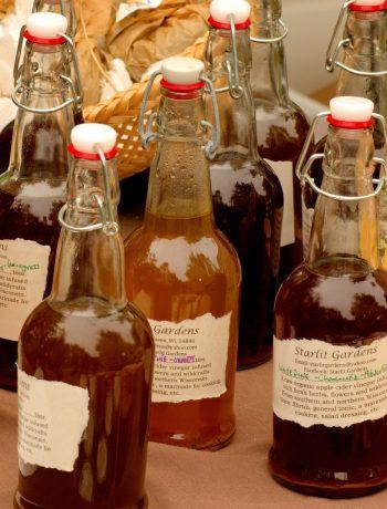 Apple Cider Vinegar Diet: Bottles of ACV